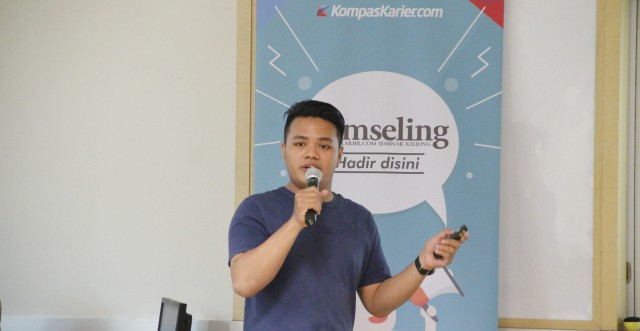 Yoshka Adrianto, Dealoka Jakarta Area Sales Manager, is still sitting on his final semesters in a Jakarta-based private university, but he has started working in a startup firm since his sixth semester.